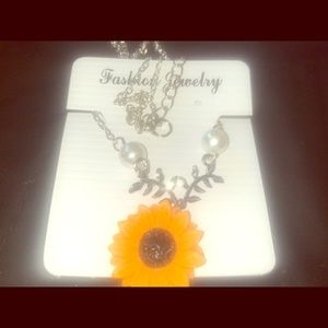 Fashion jewelry sunflower 🌻 pearl pendant chain